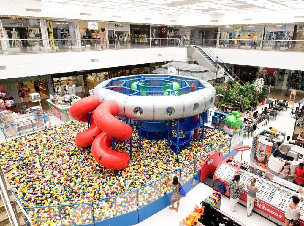 Space Ball é Atração De Férias No Shopping Parque Balneário