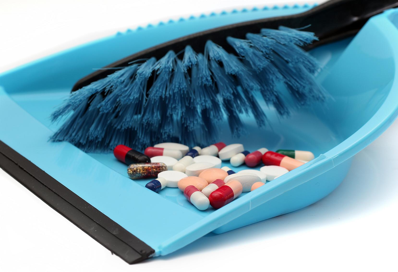 Aprenda a descartar corretamente medicamentos vencidos ou sem uso