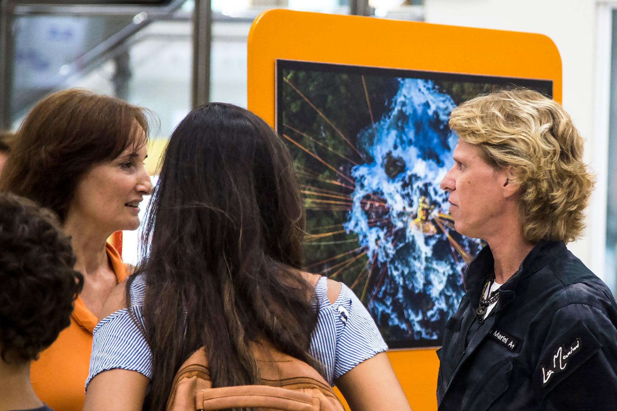 Alunos Da Rede Municipal De Santos Visitam Exposição De Lu Marini